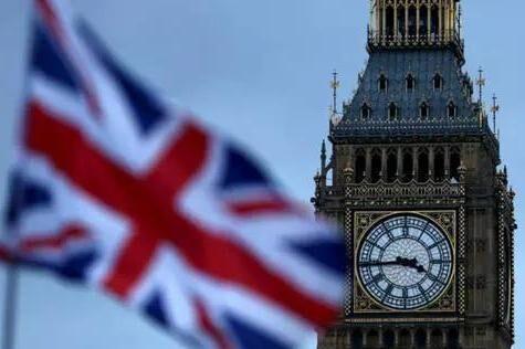 好消息!英国政府拟降低大学学费......