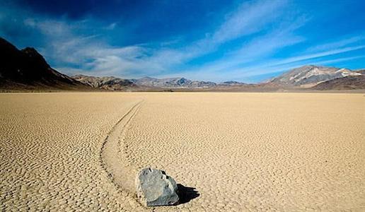 美国死亡谷漂移石头:揭秘美国死亡谷石头为什么会自己移动的真相