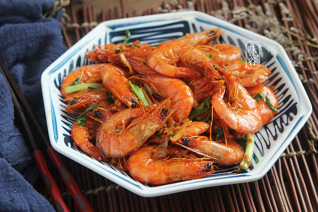 虾这样做着吃,红红火火,简单又下饭,春节家宴露一手,个个都爱吃