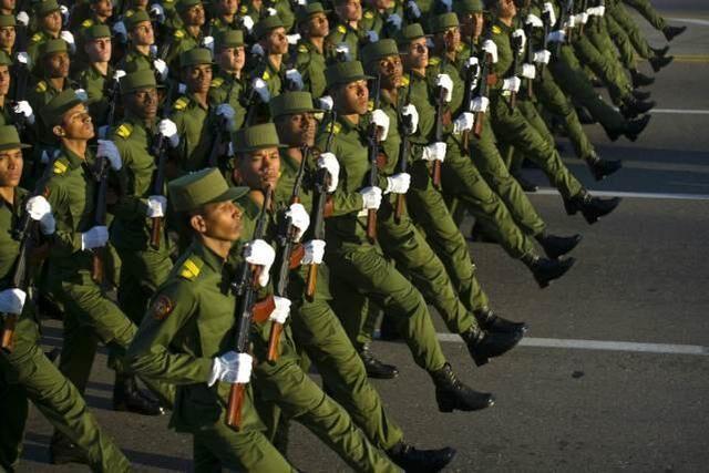 这国军队大量装备中国自行车,拿机枪对付美国战机,让人佩服