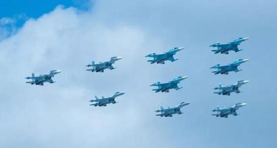 一年不如一年!俄军去年只接收10架苏35,还给了表演队4架