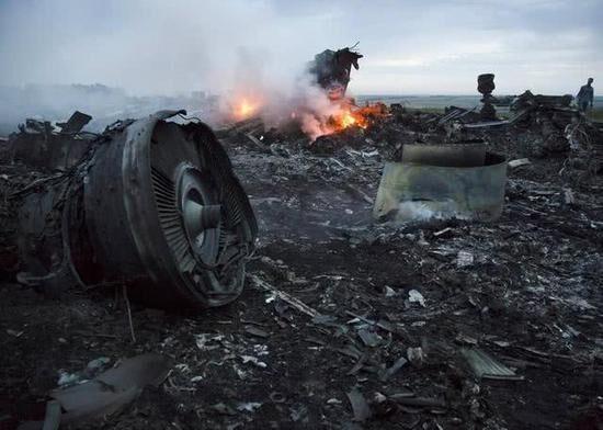 导弹来袭客机如何自救?为了无辜生命,应该安装反导系统吗?