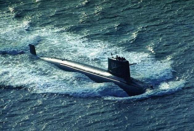 为何潜艇一旦被锁定,只能上浮投降?真实原因让人无奈
