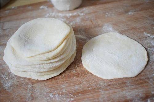 发现了一个特别省力气的擀饺子皮的方法,大家觉得怎么样? 