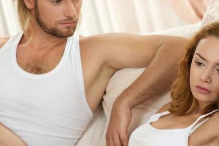 趴睡=对另一半不信任?10种情侣睡姿秘密大公开