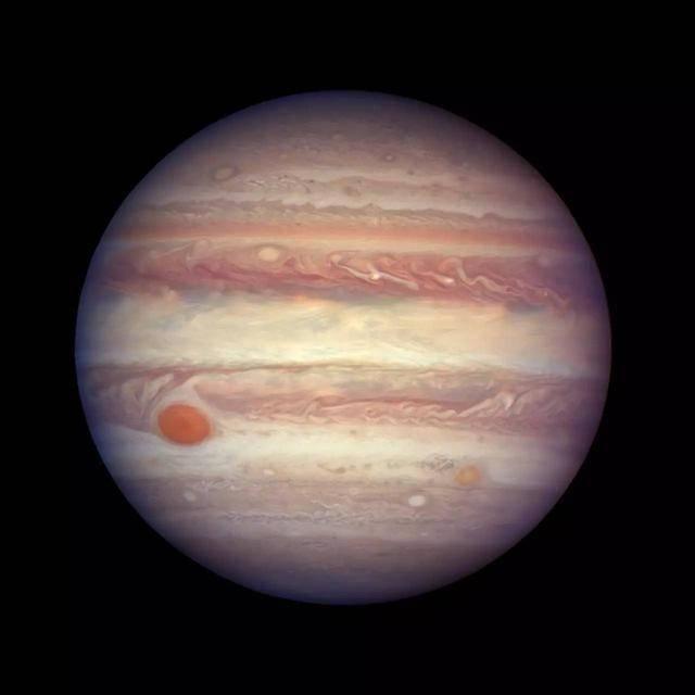 """哈勃望远镜利用木星冲日""""抓拍""""木星写真"""