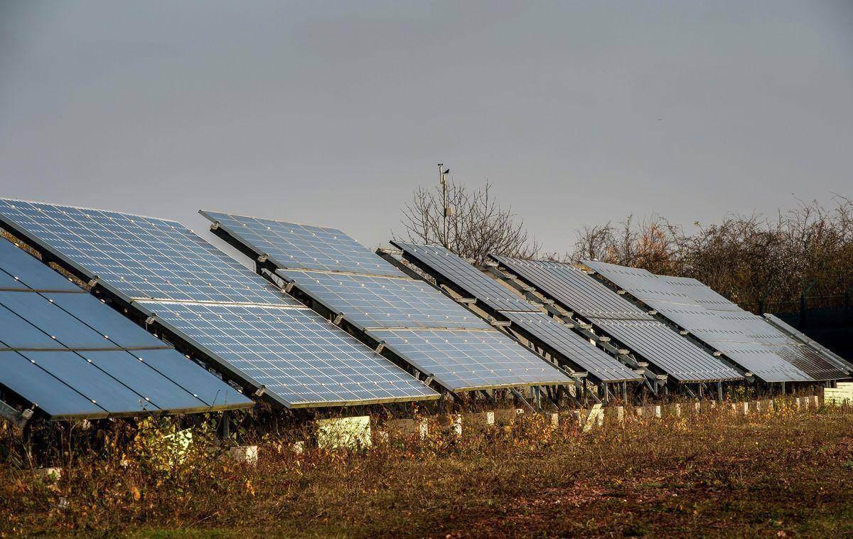 如果每个人都在屋顶上安装太阳能电池板,将会带来怎样的经济影响