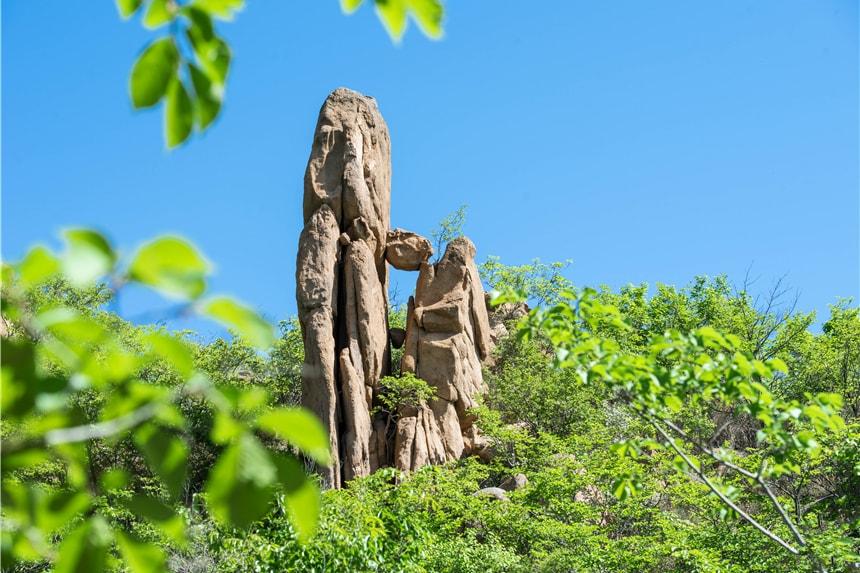 辽宁有一座神奇的大山,可以穿高跟鞋爬山,西游记场景完美重现