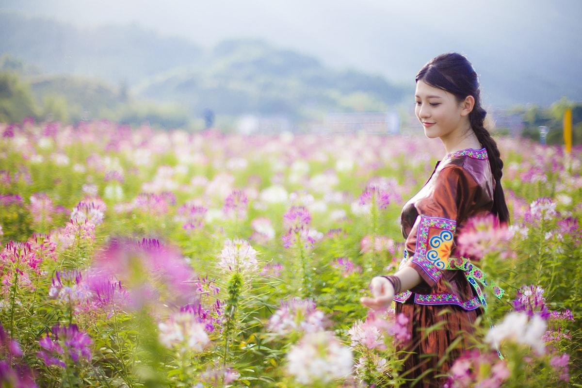 一个颜值爆表的千年古镇,四季拥有绝世美景,春天花海美成仙境