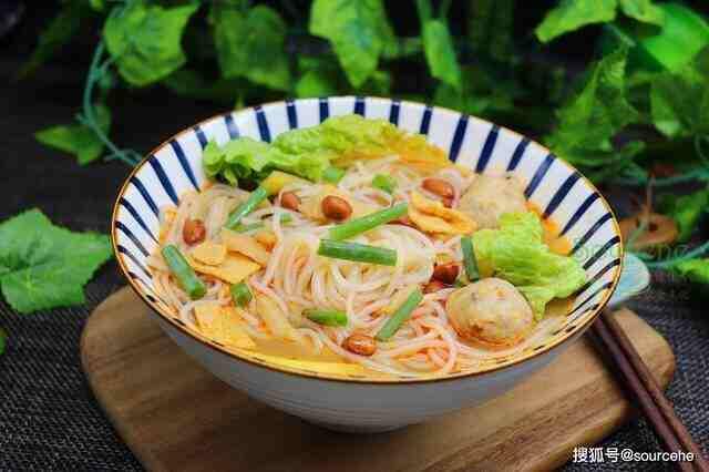 螺蛳粉新做法,比麻辣火锅简单,比螺蛳粉丰富,煮一锅汤汁都不剩